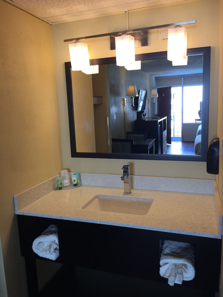 Bathroom Sink, Blu Atlantic Oceanfront Hotel & Suites