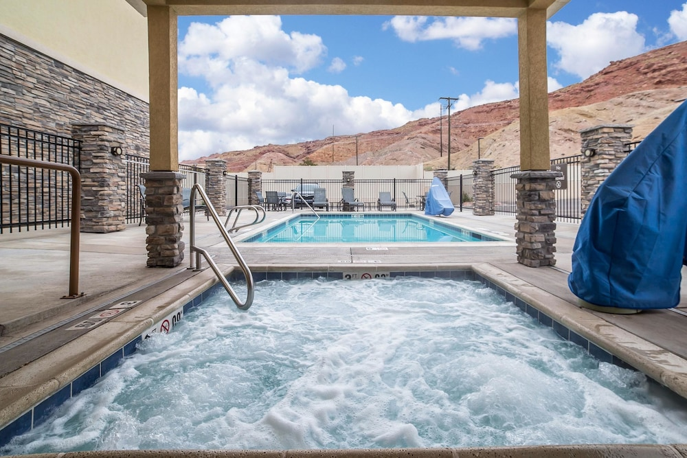 Pool, Comfort Suites Moab near Arches National Park