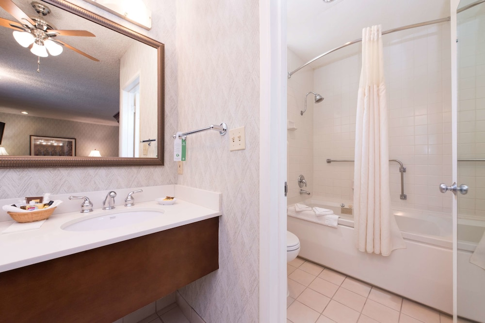Bathroom, Best Western Plus Black Oak