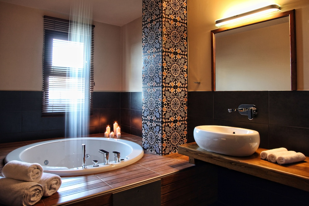 Jetted Tub, Theta Hotel