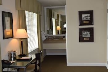 Deluxe Room, Multiple Beds - Guestroom