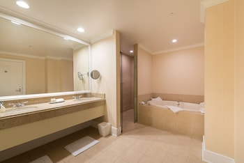 Luxury Suite, 1 King Bed, Balcony, Golf View - Bathroom