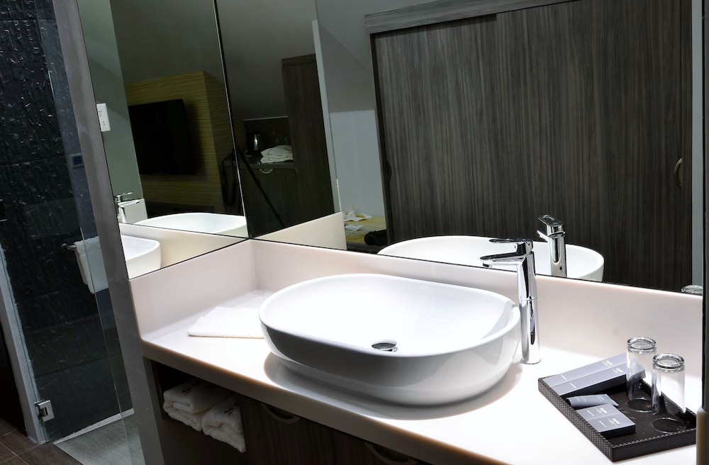 Bathroom Sink, Bliss Hotel Singapore (SG Clean)