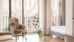 2 bedrooms, premium bedding, down duvets, in-room safe