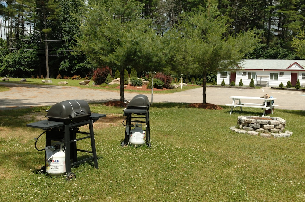 BBQ/Picnic Area, Saco River Motor Lodge & Suites
