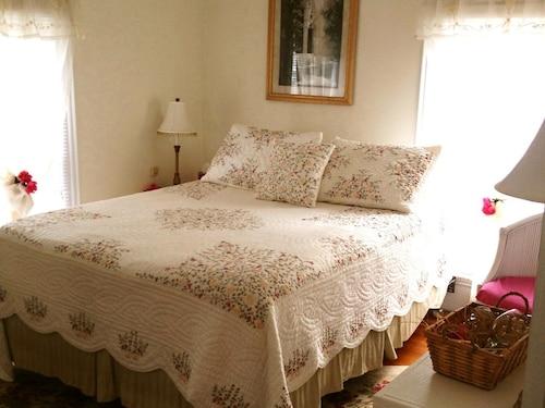 Great Place to stay 18 Vine Inn & Carriage House near Hammondsport