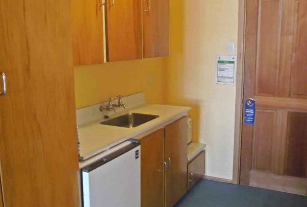 Private Kitchenette, Leviathan Heritage Hotel Dunedin