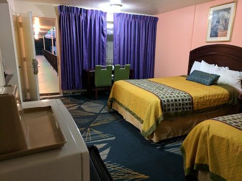 Great Place to stay La Hacienda Motel near Seattle