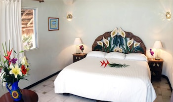 Room, 1 King Bed, Ocean View (with shared terrace) - Guestroom