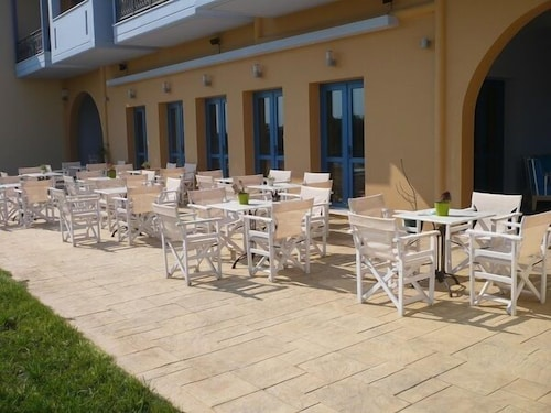 Outdoor Dining, Aquamarine Hotel