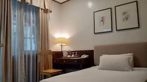 In-room safe, desk, rollaway beds, linens