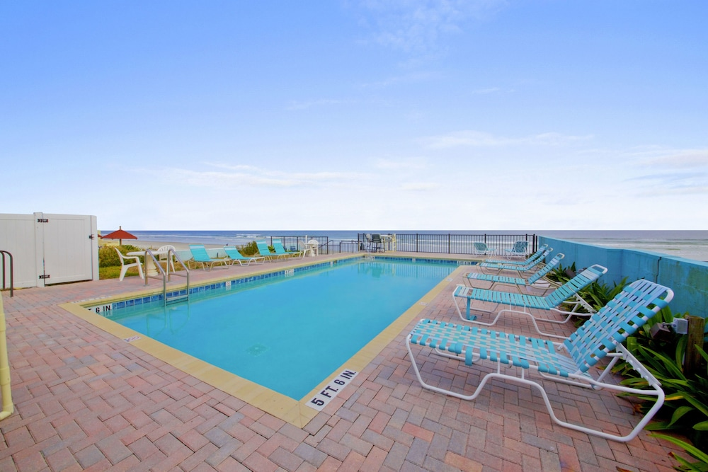 Outdoor Pool, Daytona Shores Inn and Suites