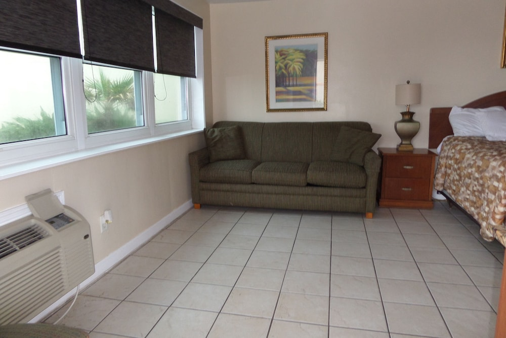 Living Area, Daytona Shores Inn and Suites