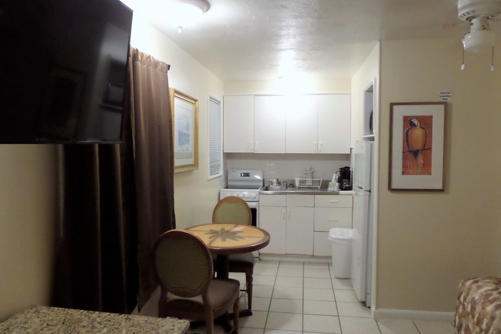Private Kitchen, Daytona Shores Inn and Suites