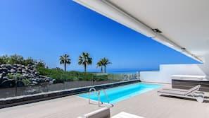 2 udendørs pools, parasoller, liggestole