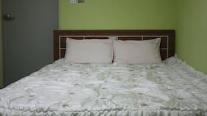 ผ้าม่านกันแสง, เตารีด/โต๊ะรีดผ้า, เตียงเสริม, บริการ WiFi ฟรี