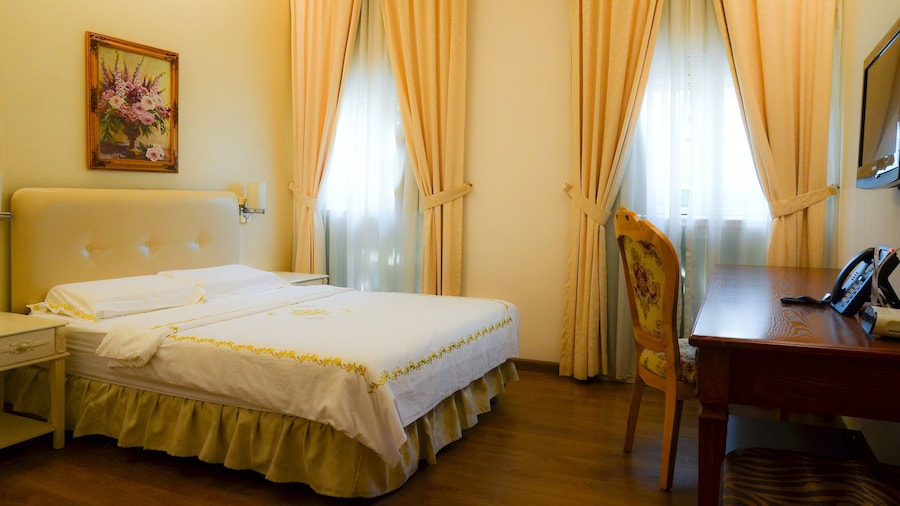 Jayleen 1918 Hotel (SG Clean)
