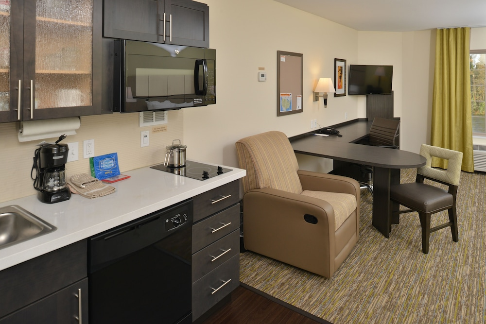Living Area, Candlewood Suites Eugene Springfield, an IHG Hotel