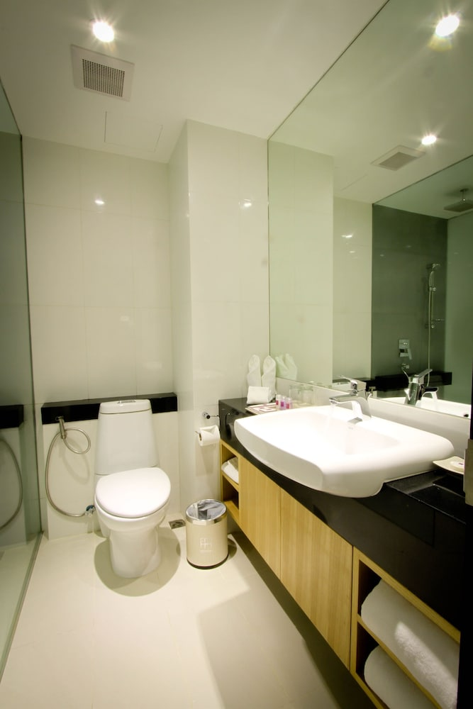 Bathroom, Hotel Icon Bangkok Sukhumvit