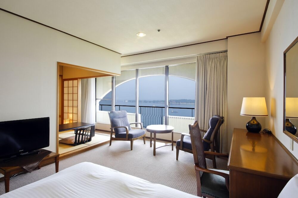 Room, Plaza Awajishima