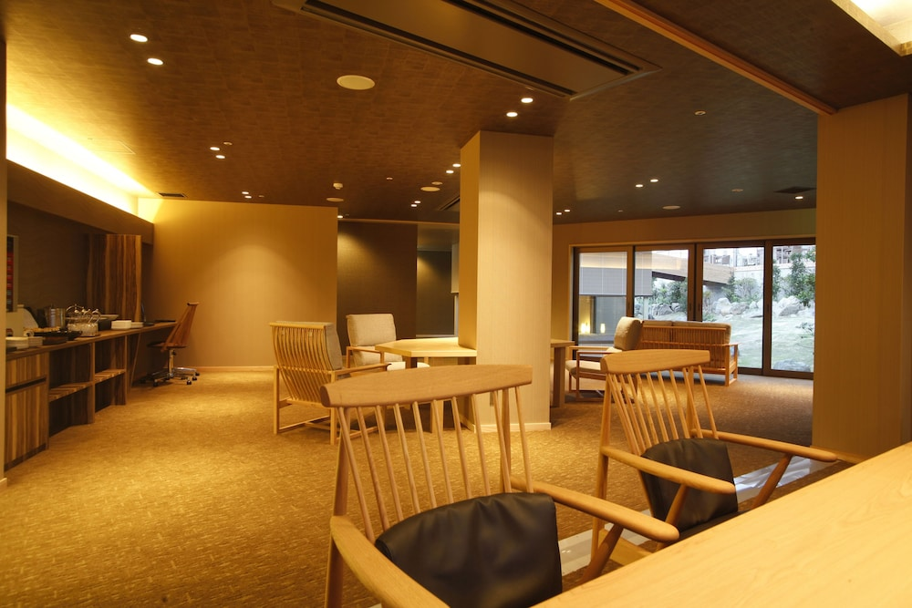 Executive Lounge, Plaza Awajishima