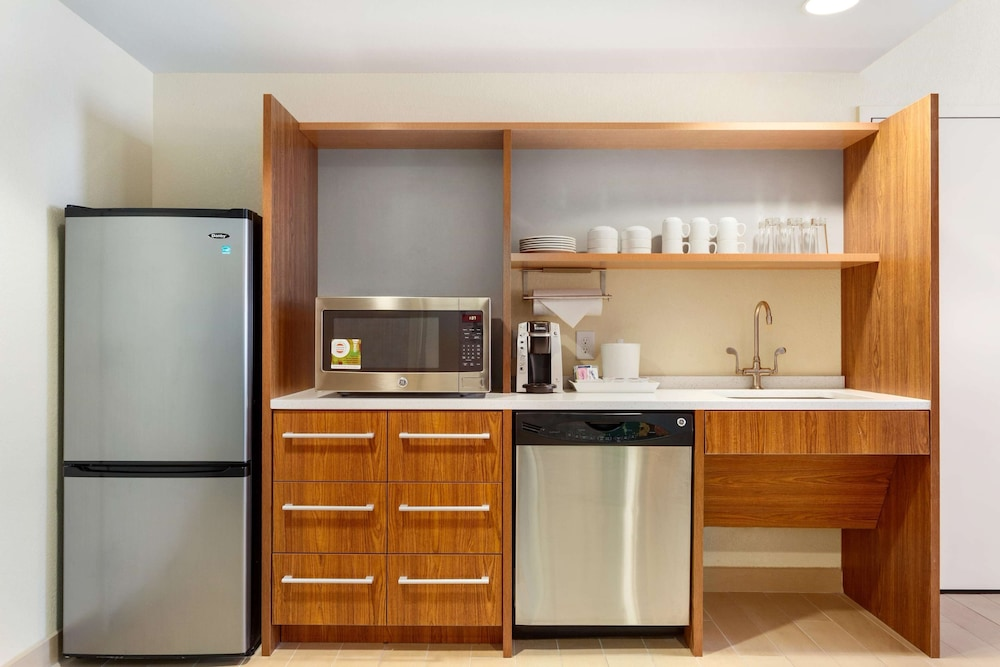 Private Kitchen, Home2 Suites by Hilton Fargo, ND