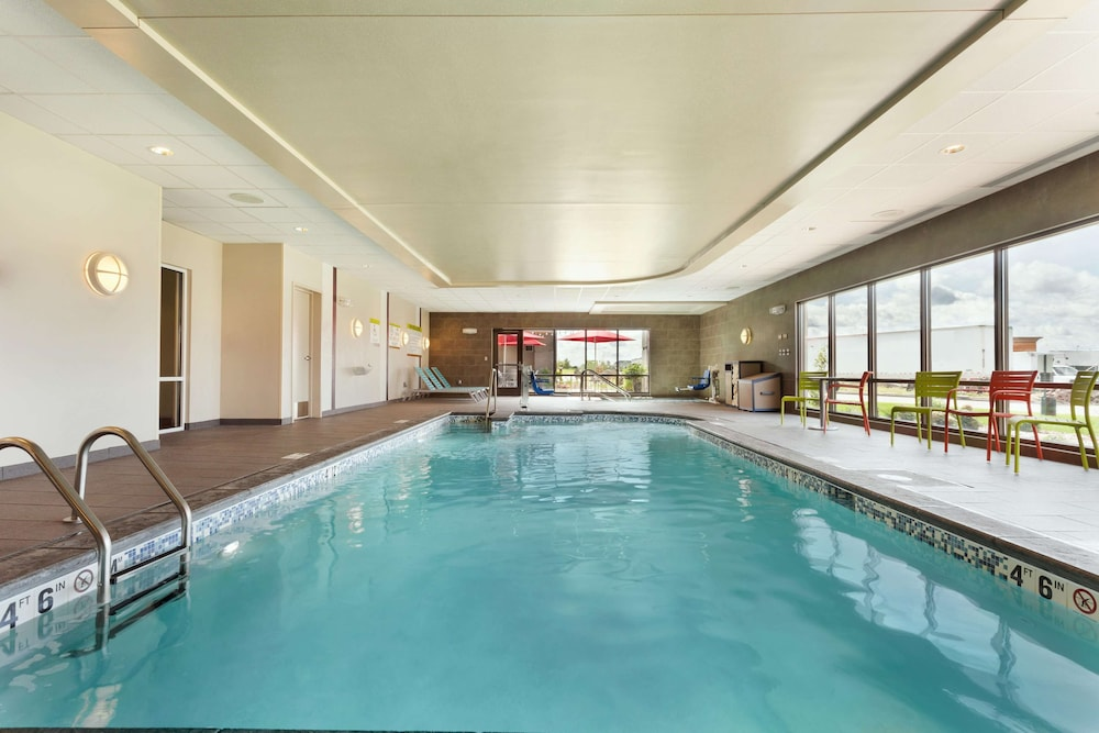 Pool, Home2 Suites by Hilton Fargo, ND