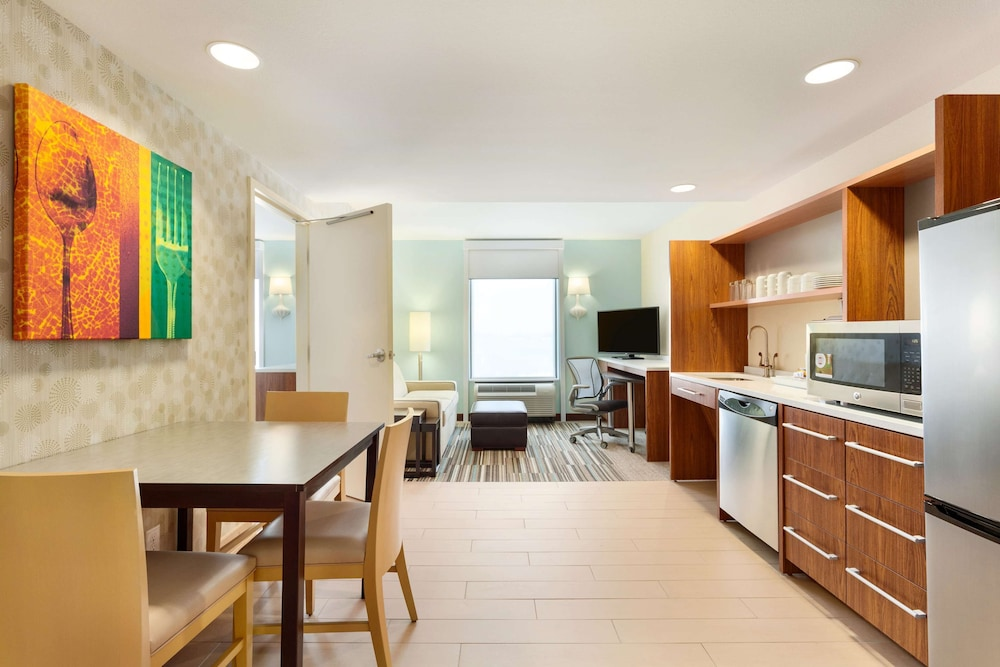 Room, Home2 Suites by Hilton Fargo, ND