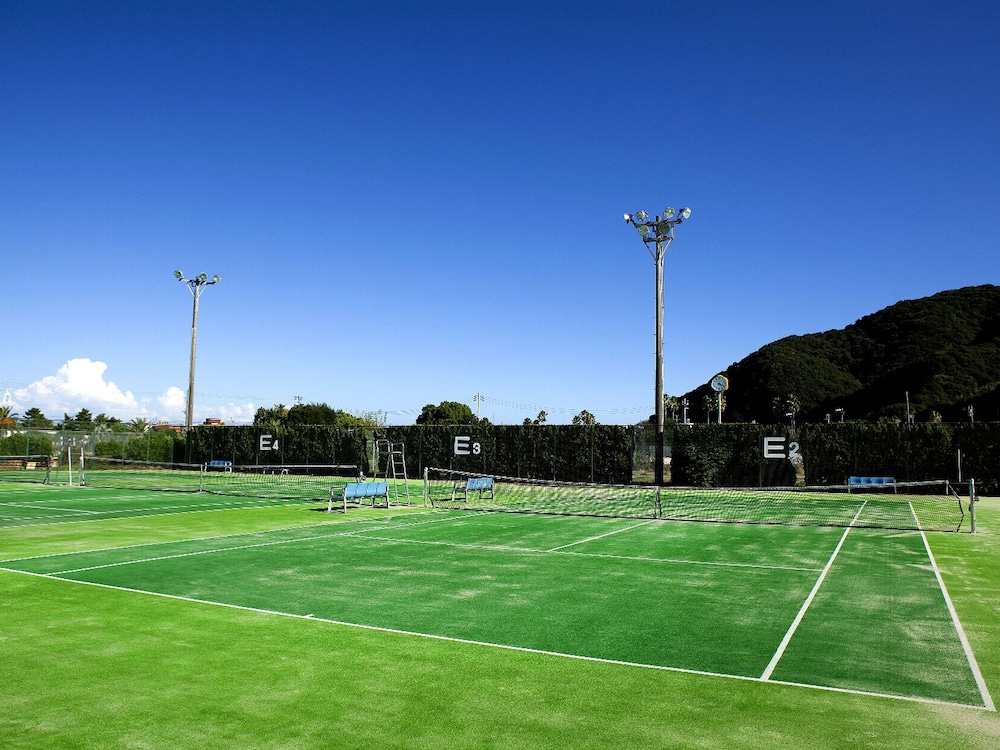 Tennis Court, Shimahana