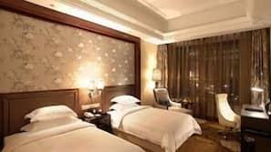 免費 Wi-Fi、床單、鬧鐘