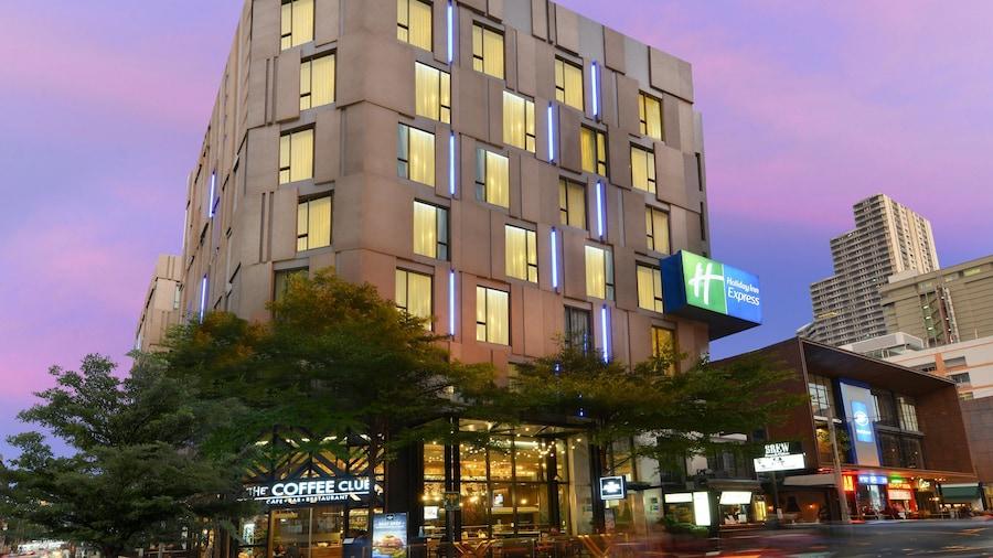 Holiday Inn Express Bangkok Sukhumvit 11, an IHG Hotel