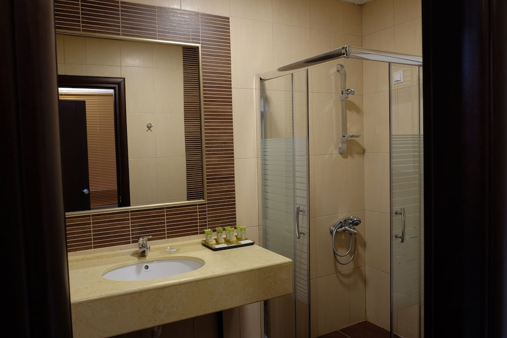 Bathroom, Mouzaki Palace Hotel & Spa