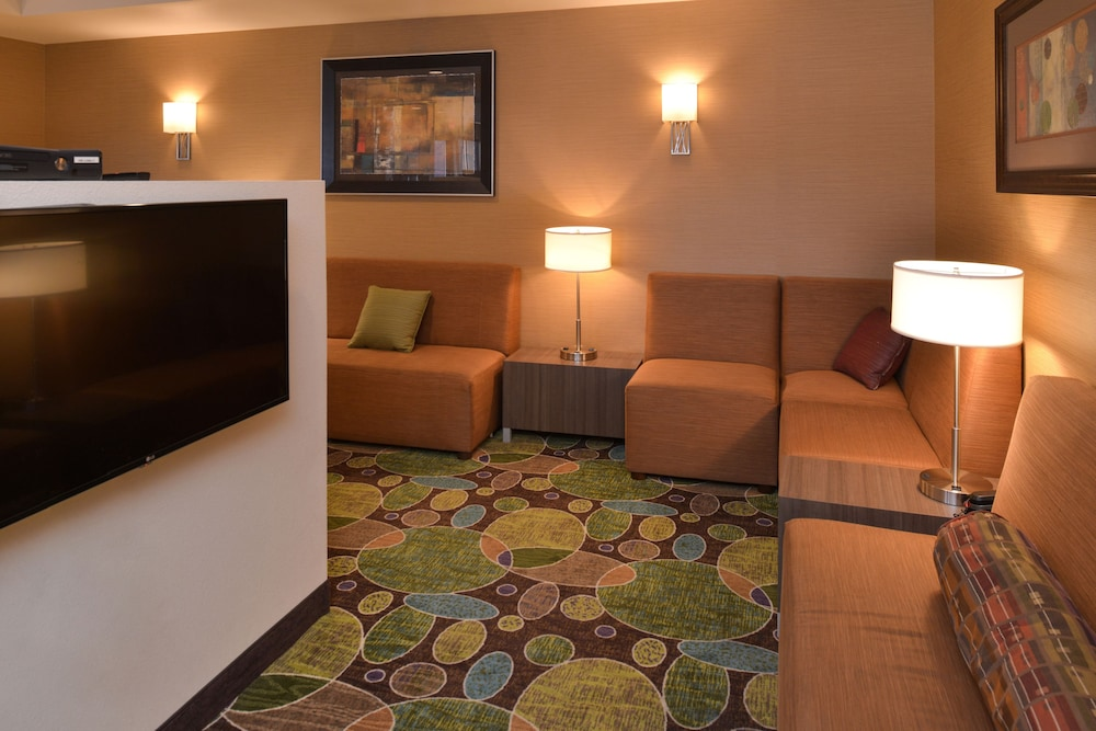 Lobby, Holiday Inn Express & Suites Pocatello
