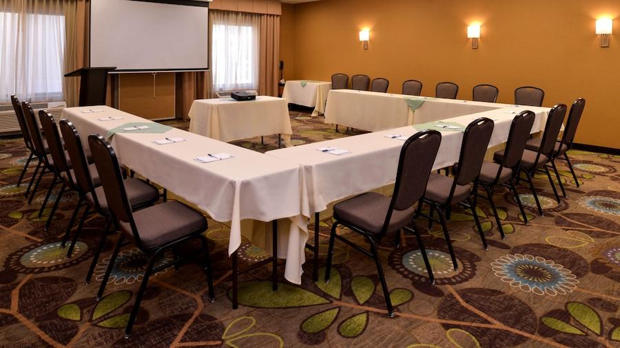 Holiday Inn Express & Suites Pocatello, an IHG Hotel
