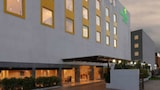 Lemon Tree Hotel Shimona - Chennai Hotels