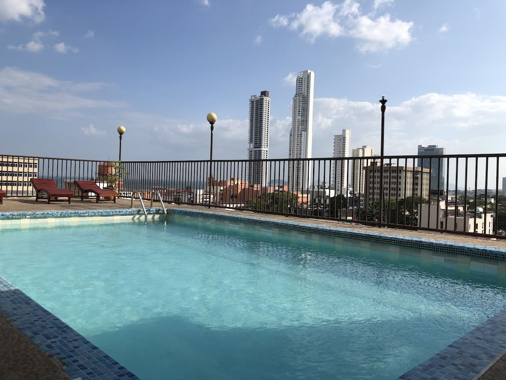 Rooftop Pool, Hotel Costa Inn