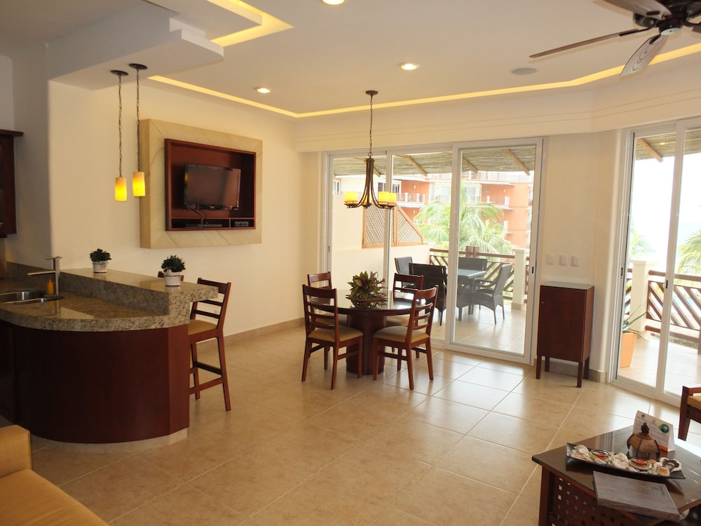 puerto escondido chat rooms This private room is located in aqua luna ,a short walk from zicatela beach and main puerto escondido more places to stay in puerto escondido: apartments.