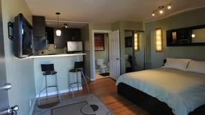 Premium bedding, down duvet, free WiFi