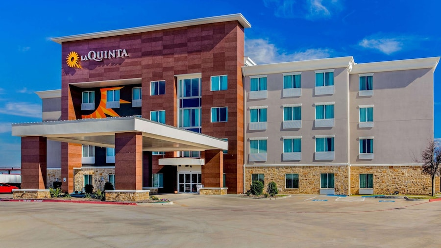 La Quinta Inn & Suites by Wyndham Northlake Fort Worth