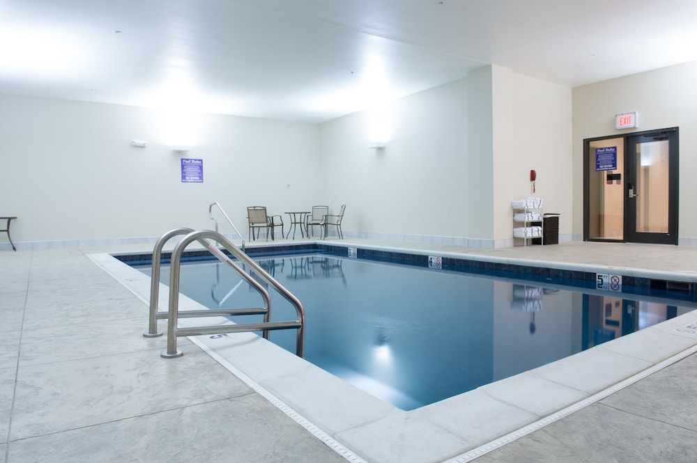 Indoor Pool, The Bluemont Hotel