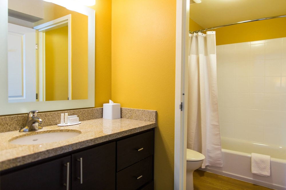 Bathroom, TownePlace Suites by Marriott Lancaster