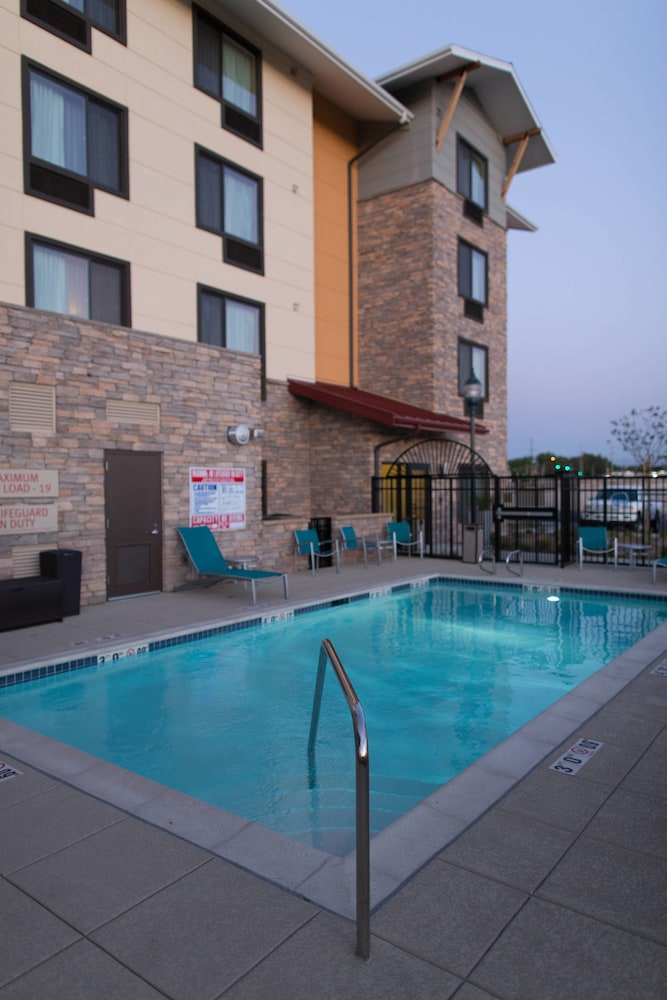 Outdoor Pool, TownePlace Suites by Marriott Lancaster