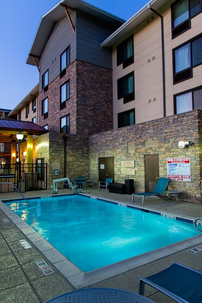 Pool, TownePlace Suites by Marriott Lancaster
