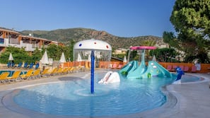 3 outdoor pools, open 8:00 AM to 6:30 PM, pool umbrellas, pool loungers