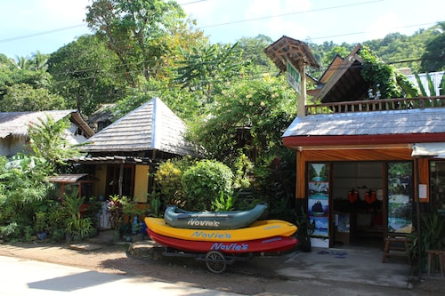 Novie's Tourist Inn