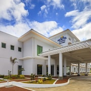 Microtel Inn & Suites By Wyndham South Forbes Near Nuvali