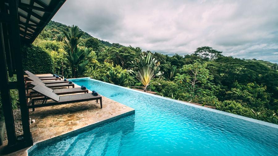 Tiki Villas Rainforest Lodge & Spa