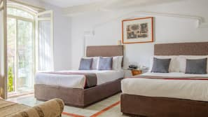Caja fuerte, tabla de planchar con plancha, wifi gratis y ropa de cama