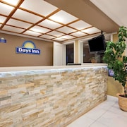 Days Inn by Wyndham Lakewood South Tacoma