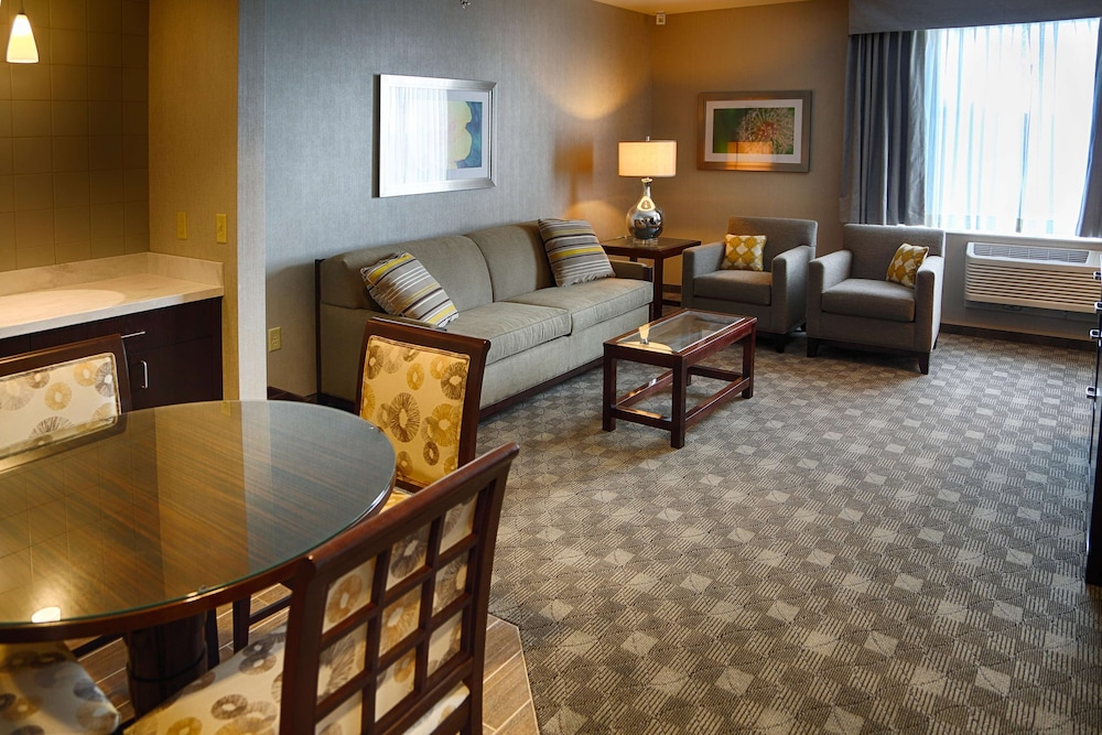 Living Area, Doubletree By Hilton Lawrenceburg